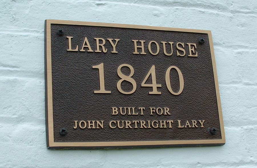 01.1_House plaque